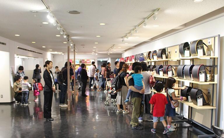 (奈良)ランドセル展示会内イベント「昆虫ハカセと里山を歩こう!」を開催しました!