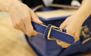 【鞄工房山本】ランドセルをきれいに使うコツ~肩ベルトを正しく通そう~