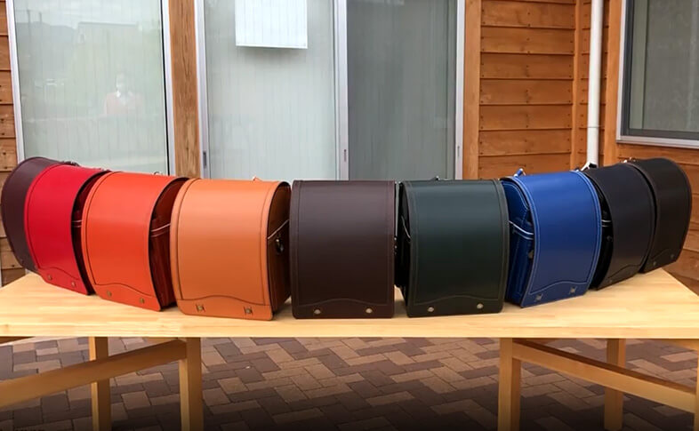 鞄工房山本のランドセルを太陽光の下で見てみよう!